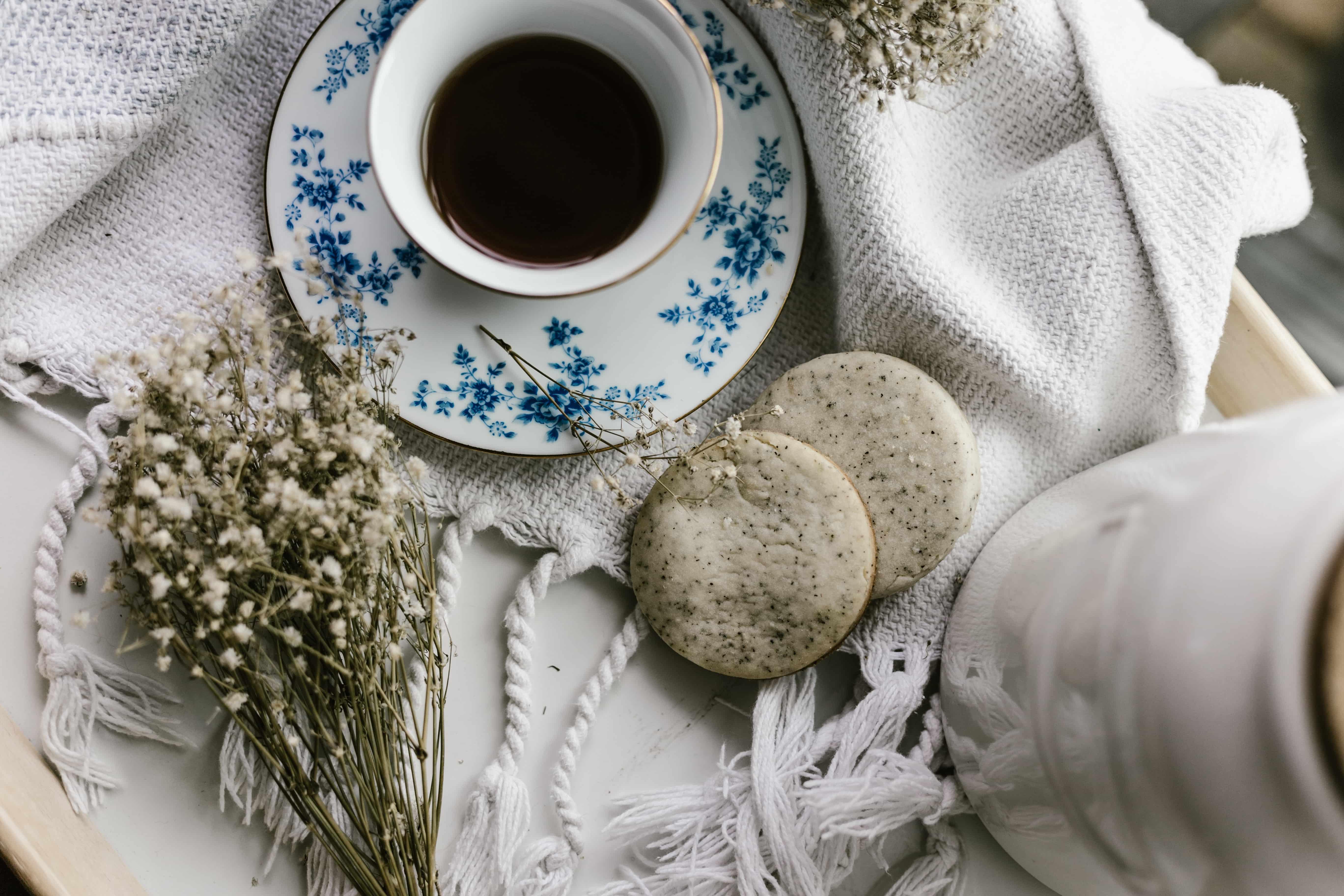 Con il tè nero, capelli sani e lucenti